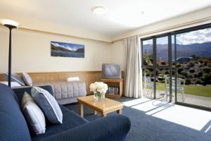 Clearbrook Serviced Motels & Apartments - Wanaka, New Zealand - erm, this was my room? :) Lovely!!