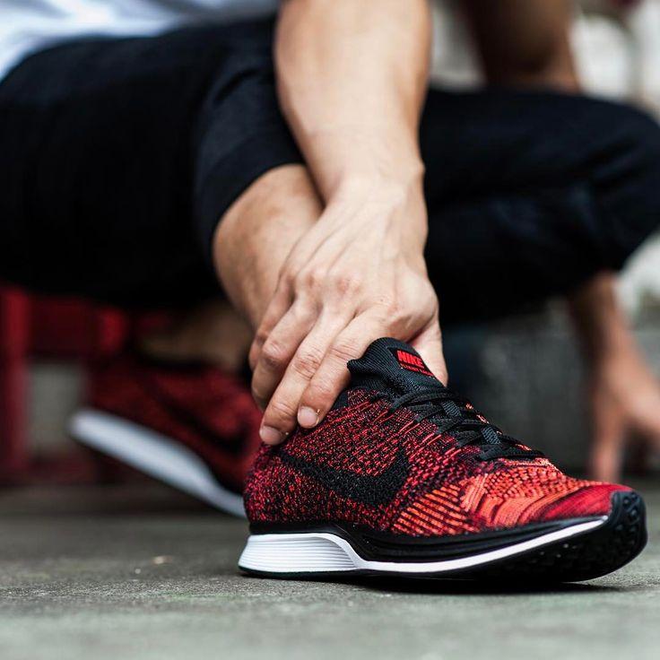 Nike Flyknit Racer: Red