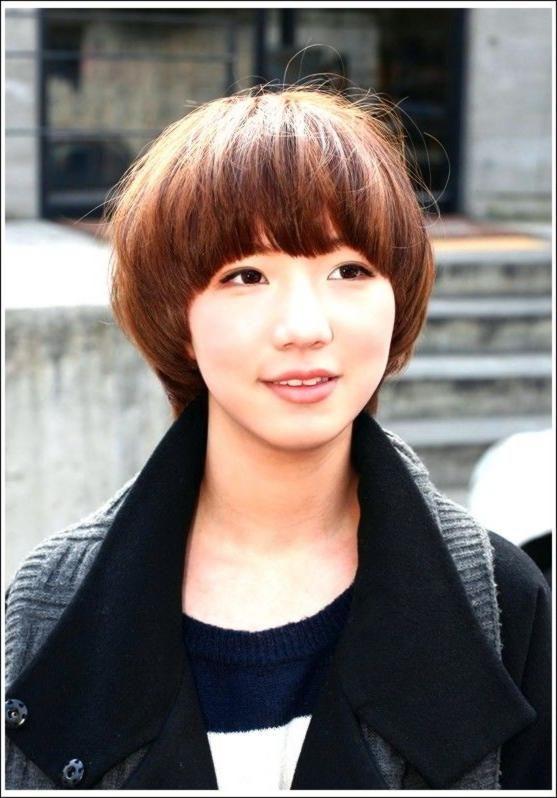 Neueste beliebte kurze gerade Frisur für Frauen: die asiatische Pilz Bob Frisur…