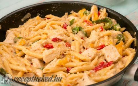 Csirke fajitas tésztával recept fotóval