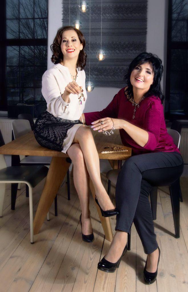 Karta w kalendarzu - październik Jolanta Fraszyńska i Anna Majsterek. Fot. Olga Stachwiuk. Stylizacja - Magdalena Iwańska http://artimperium.pl/wiadomosci/pokaz/104,kalendarz-businesswomanlife-2014-olga-stachwiuk#.UrLEV_TuKSo