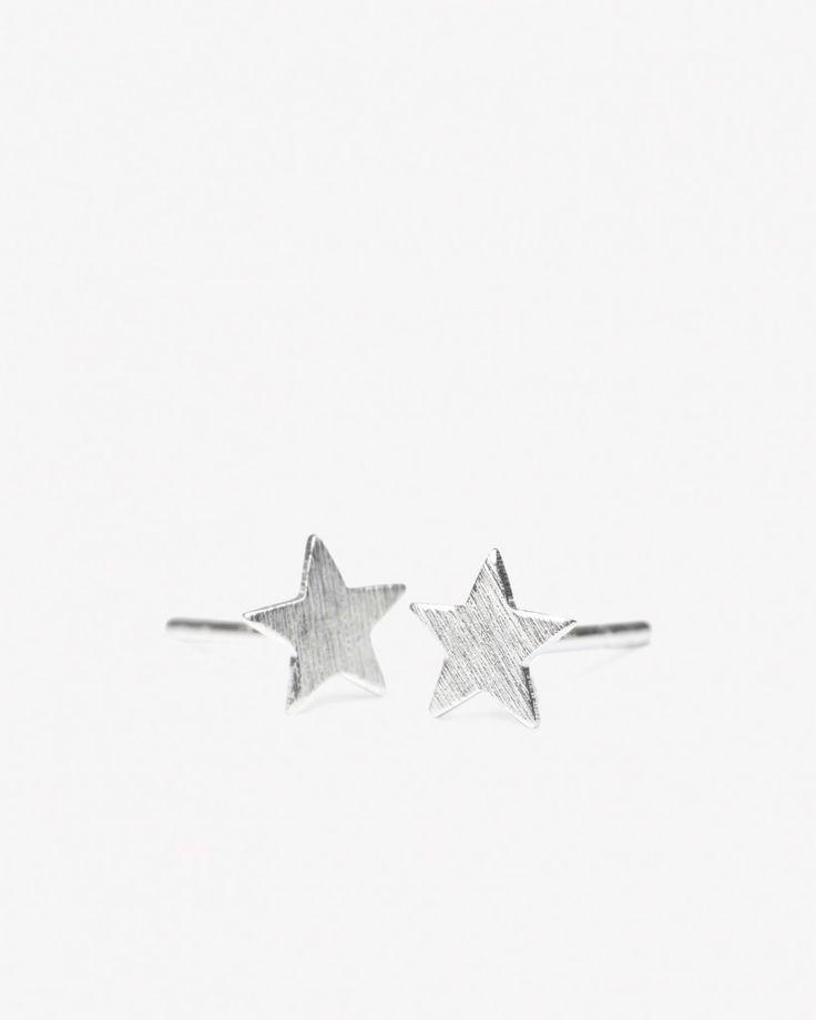 Fine stjerneøredobber fra Pernille Corydon. Finnes i sølv og forgylt sølv. Bruk dem sammen med matchende halskjeder fra samme kolleksjon.