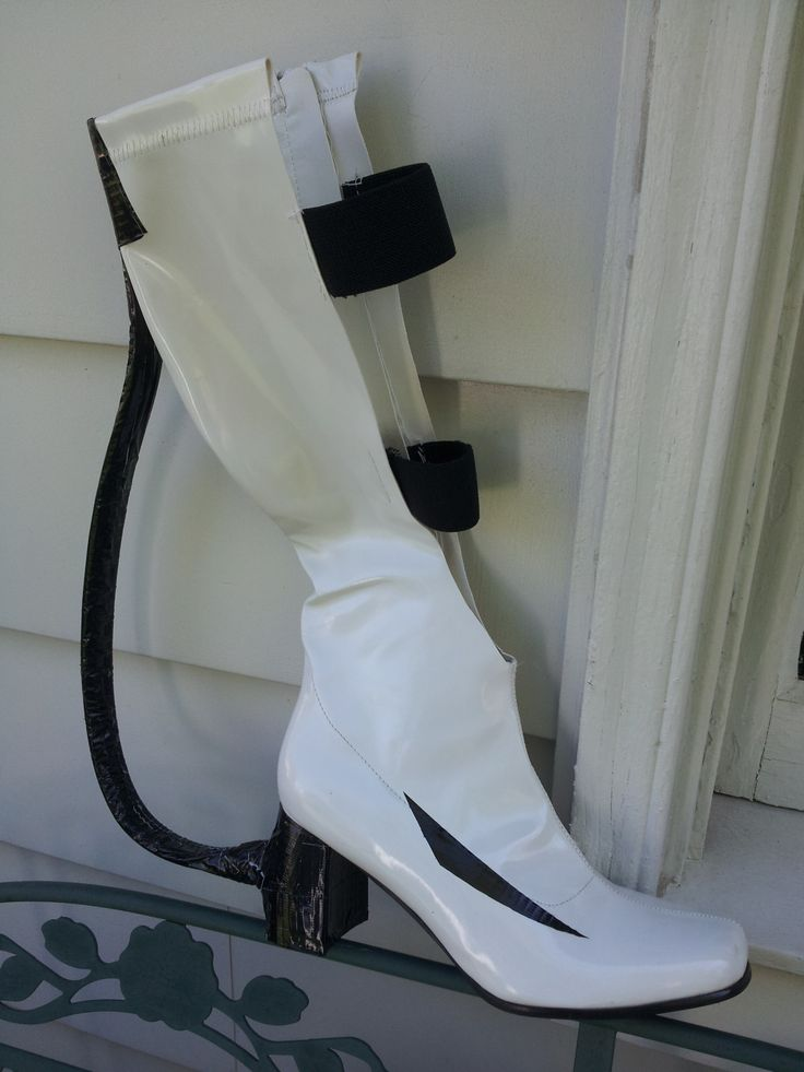 How To Make Chell's Long-Fall Boots from Portal 2. Click each image for a caption with how-to instructions! I couldn't find any tutorials online so I decided to make one! I'm cosplaying Chell for two...