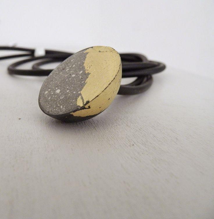 ChiaraClay: Porcellana nera e cemento: gioiello NOTTETEMPO