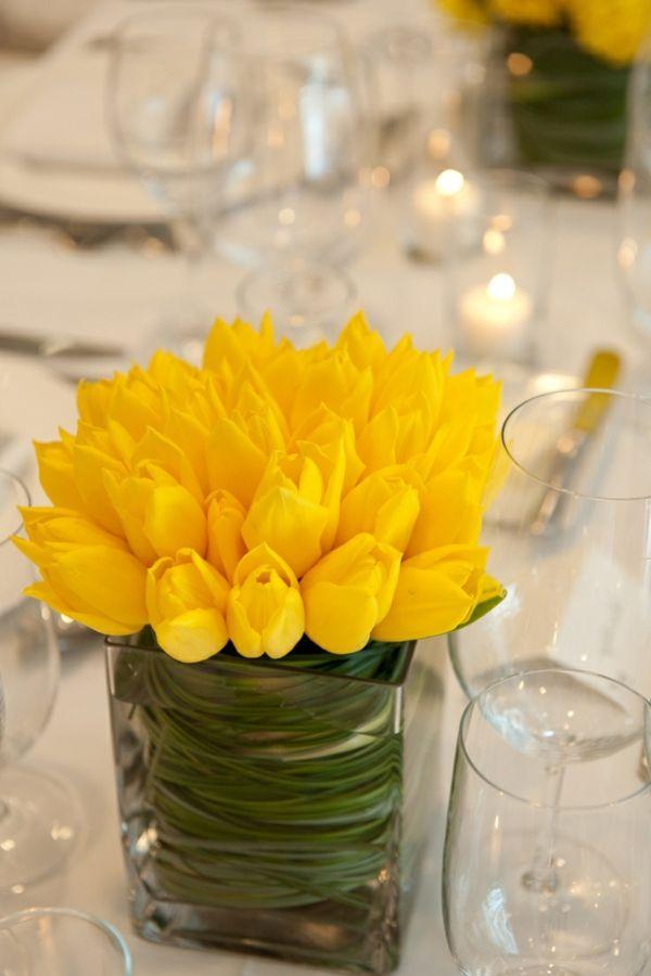fantastische gelbe Tulpen in der Glasvase