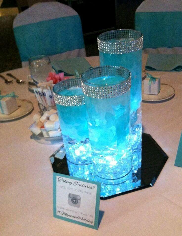 Utiliza iluminación tipo LED para ponerle un toque original y creativo a centros de mesa para fiestas. Como ya hemos mencionado en otras pu...