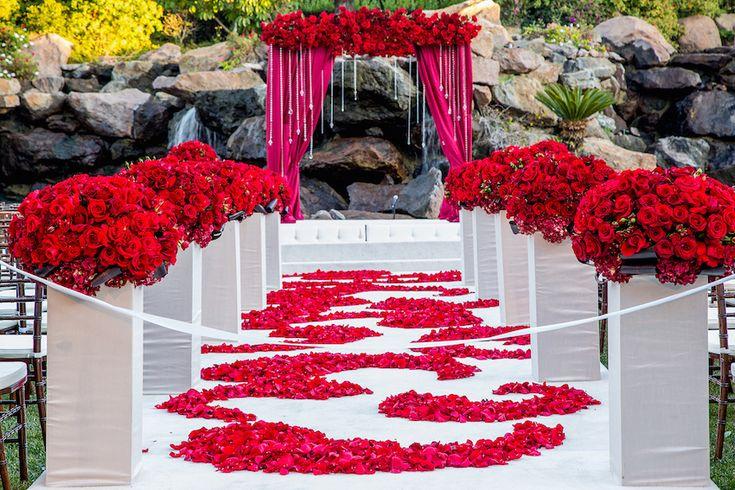 Красивейшие цветочные дорожки к алтарю-идеи для летней свадьбы