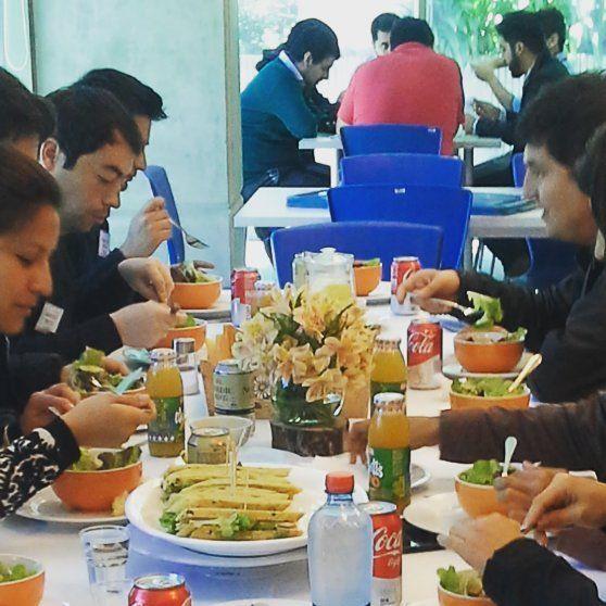 Veggie salad, sándwich gourmet en pan rústico y fantasía de tiramisú es el almuerzo que preparamos para el training day de hoy en el Edificio Tecnológico de CORFO. Liviano y delicioso.  #catering #lunch #trainingday #capacitación #almuerzo #veggiesalad #sandwich #curaumacity #curauma #placilla #placilladepeñuelas #instacurauma #valparaíso #casablancavalley