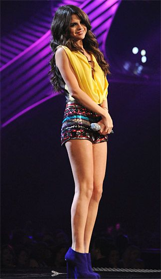Selena Gomez again: This is really cute! There wasn't any designer or brand info. She wore it at the 2011 EMAs (MTV's Europe Music Awards.)