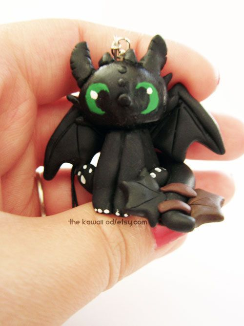 Toothless Night fury. almost wet my pants when I saw this one. :) he looks like my kitty!! ;)