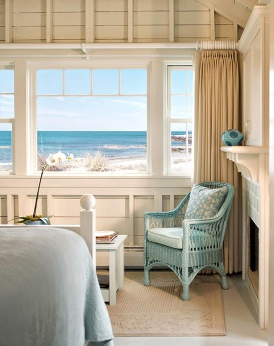 Cute blue breezy Rental Cottage by the beach in Newport, Rhode Island. Featured on Beach Bliss Living: http://beachblissliving.com/beach-cottages-castle-hill-inn-newport-ri/