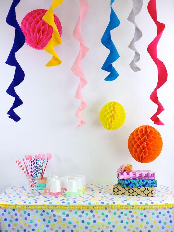 #DIY The easiest felt circle #party streamers www.kidsdinge.com