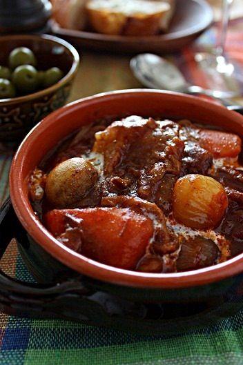 じっくり煮込んで、牛スジとろとろ♪ デミグラスソース缶とトマト缶を同じくらい使ったので、トマト風味の強いシチューになりました。 - 34件のもぐもぐ - 牛すじのビーフシチュー by ouchi7