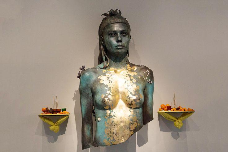 Сокровища «Невероятного»: Один изсамых дорогих современных художников Дэмиен Херст вернулся свыставкой, над которой работал 10 лет. Фотографии — Meduza