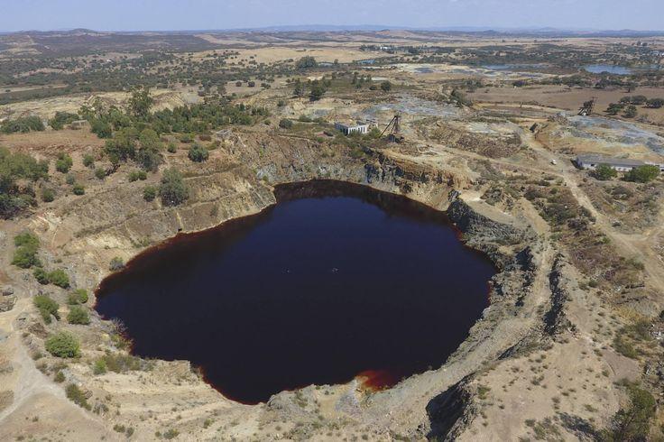 Saturday, Sep. 02, 2017: En cinco meses Puebla de Guzmán (Huelva) se librará de la amenaza del bautizado como lago asesino, una antigua mina a cielo abierto (corta minera) inundada que acumula 80.000 metros cúbicos de dióxid…