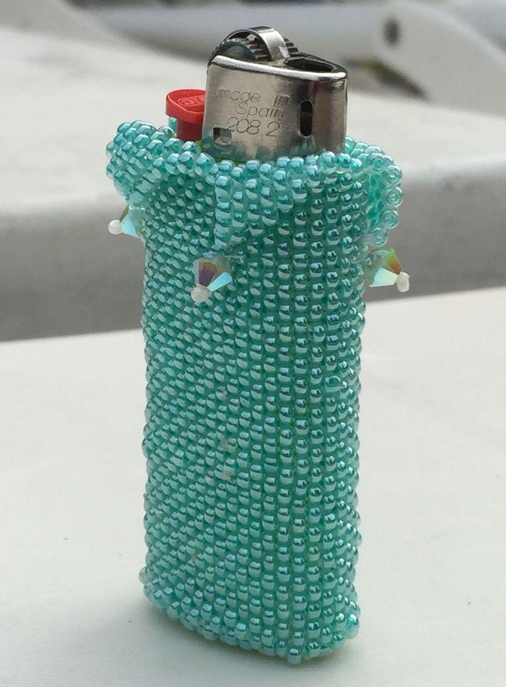 Questo porta accendino è realizzato a #Peyote con perline #Miyuki, cristalli #Swarovski ABx2