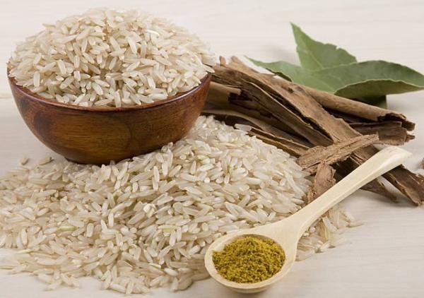 Cómo cocinar arroz integral. El arroz integral es uno de los mejores acompañantes por los que podemos optar. Queda perfecto con carnes y pescados, ofreciendo además una buena dosis de fibra necesaria para mejorar nuestro tránsito...