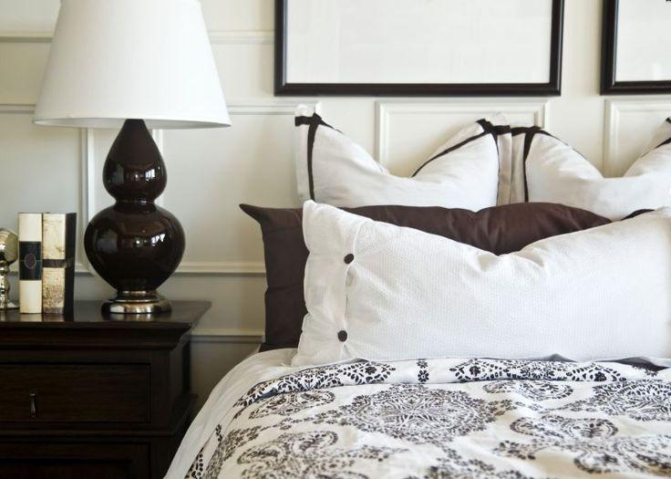 Er zijn verschillende manieren waarop je je bed kunt opmaken: alles strak ingestopt, of juist lekker rommelig met heel veel (sier)kussens. Hoe dan ook, moet je eraan geloven. Niet iedereen is echter even handig in het opmaken en velen gaan…