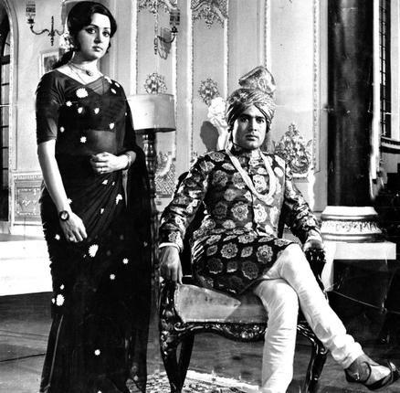 Hema Malini and Rajesh Khanna.