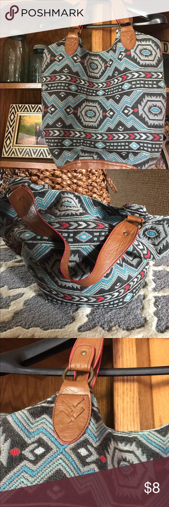 American eagle tribal print handbag American eagle tribal print handbag. Older style but in great shape. Handles and bottom are intact with no rips/tears/stains. American Eagle Outfitters Bags Shoulder Bags