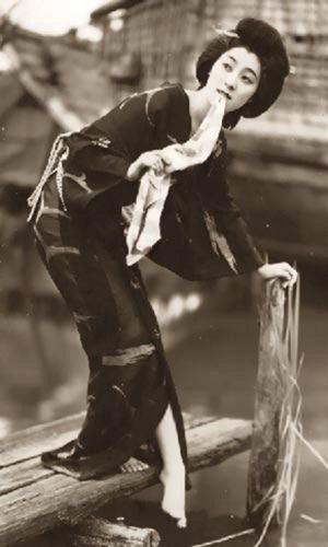 #kimono #japan #japanese #nihon #nippon #photography #black #white #geisha #geiko