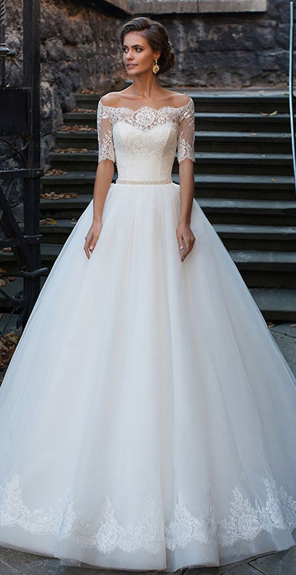 Charming Tulle Off-the-shoulder Neckline Ball Gown Wedding Dresses With Lace Appliques