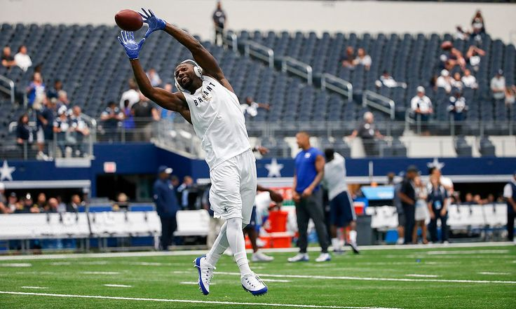Dallas Cowboys Dez Bryant (88) catcehs a passfrom New York Giants Odell Beckham Jr. (13) as the two WRs put on a show for fans during pregame warmups before NFL Week 1 action in Dallas. 9/11/16 (Andrew Mills | NJ Advance Media for NJ.com)
