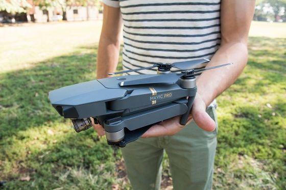 折りたたみ式のペットボトルサイズで4K撮影可能な小型ドローン「Mavic Pro」がDJIから登場 - GIGAZINE
