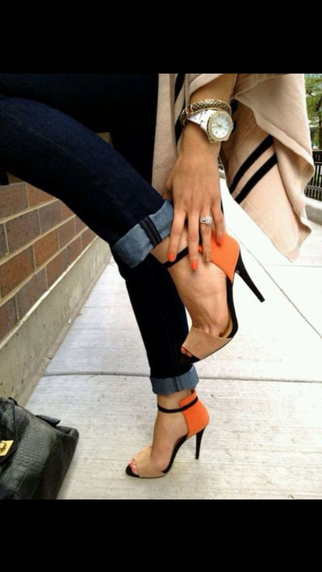 Cute shoes orange nude. Outfit with cute watch and Jewelry.