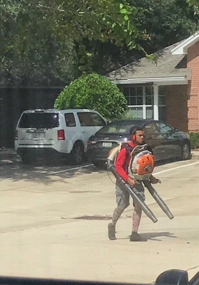 Duel Wielding Leafs Blower Man 9gag Leaf Blowers Blowers Funny Photoshop Pictures