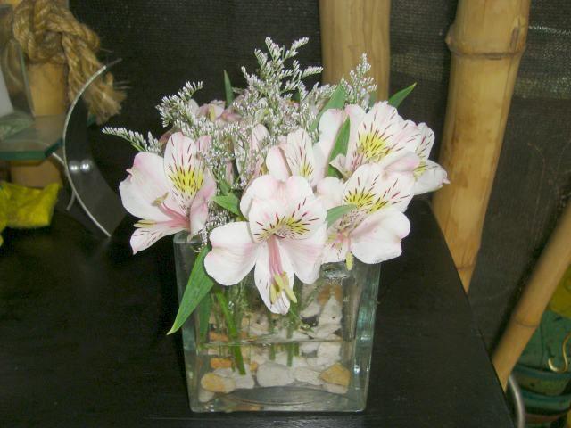 arreglos florales sencillos | Arreglos y centros de mesa florales para bodas.