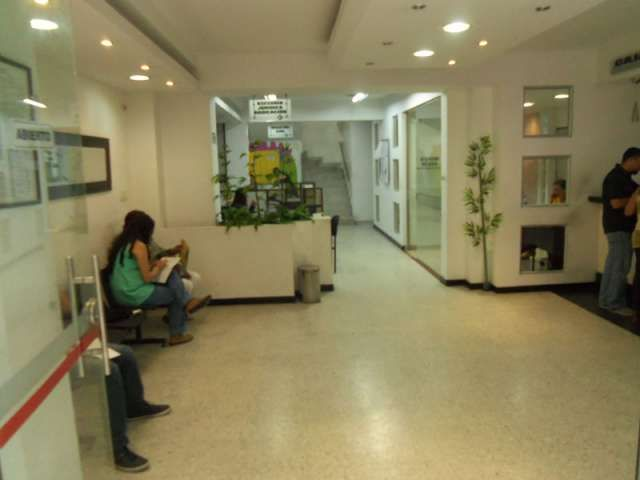 ARRIENDO LOCAL COMERCIAL EXCELENTEMENTE UBICADO EN EL CENTRO DE IBAGUÉ, Se arrienda local comercial excelentemente ubicado en el c .. http://ibague.evisos.com.co/arriendo-local-comercial-excelentemente-ubicado-en-el-centro-id-383896