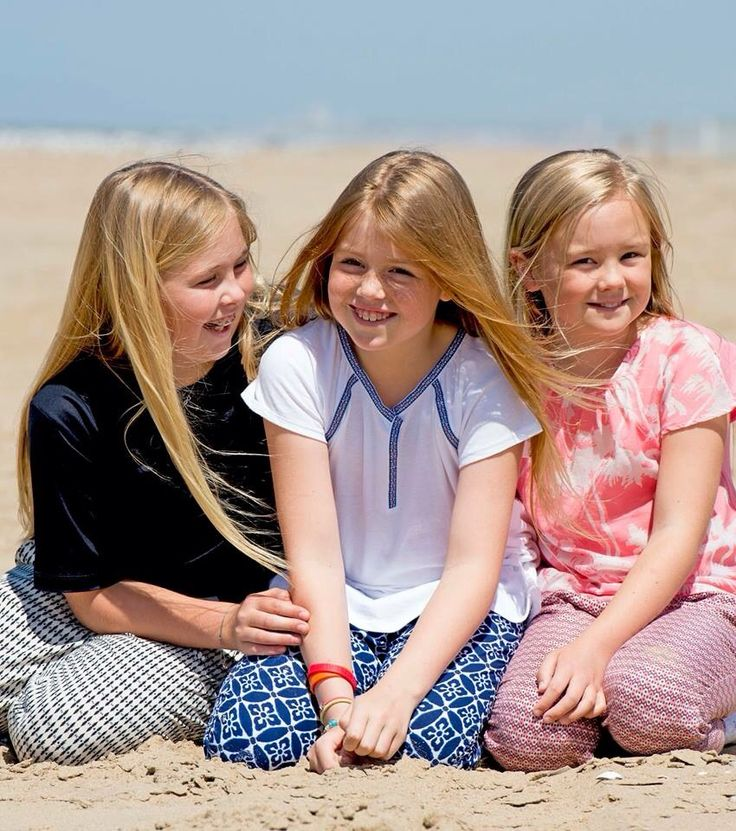 royalwatcher:  Princesses Amalia, Alexia and Ariane of the Netherlands, July 10, 2015