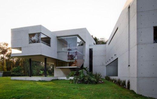 Nombre/ Casa Briones.  Arquitecto/ Rafael Pardo Ramos.  Ubicación/ Xalapa, Veracruz, Mexico.  Superficie/ 600 m2  Año/ 2012.  Fotografía/ RP Arquitectos – Víctor Benitez.