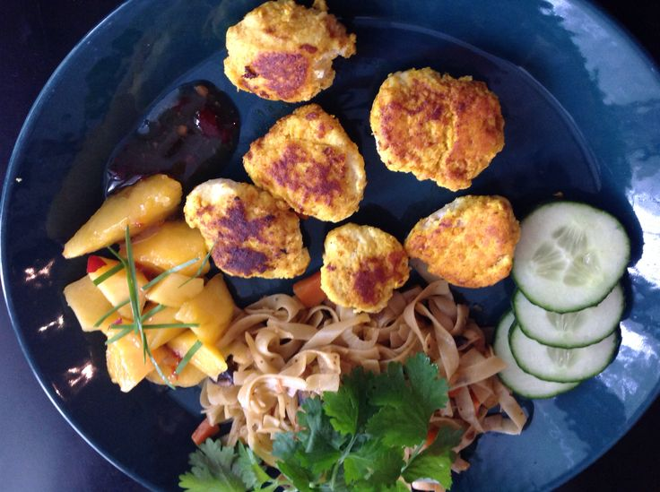 Pikeballs thai style with fried nudels