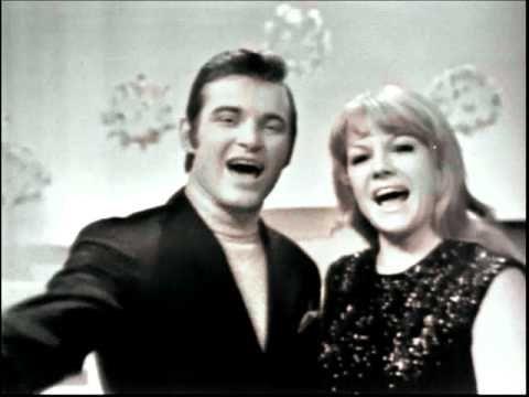 ▶ Eva Pilarová & Jaromír Mayer - Rozhoupej zvony (1969) - YouTube