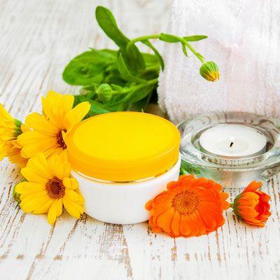 Ringelblumen-Creme selber machen - sie hilft bei unreiner Haut, schlecht heilenden Wunden, Pickelmalen und Ekzemen. www.ihr-wellness-magazin.de