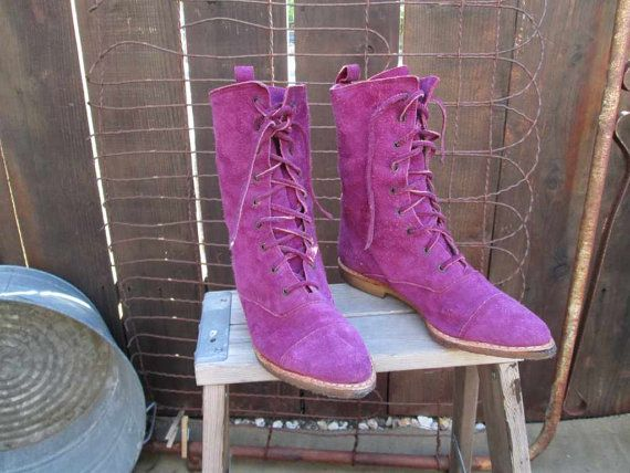 80s lovely purple suede leather Ankle boots, lace up, and have a flat low heel. Made of soft suede leather, these are a classic boot just perfect