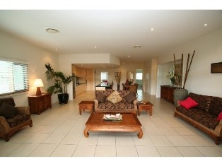 Baywhalers 3 - 4 bedroom apartment in the heart of Byron Bay. 15% off 4 or more night stays until the 21st June!