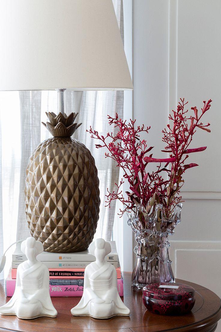 Apartamento moderno, detalhes da decoração com adornos.