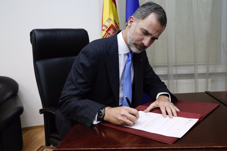 At the Spanish Embassy in Kazakhstan on Friday, King Felipe VI signed a Royal Decree confirming the posthumous awarding of the Grand Cross of the Order of Civil Merit (second-highest level) to Ignacio Echeverría, the Spanish victim of last Saturday's terrorist attack in London (for trying to defend a woman from the three perpetrators at Borough Market).