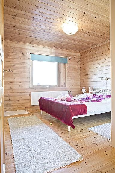 Small log house for sale in Mikkeli, Finland / Bedroom