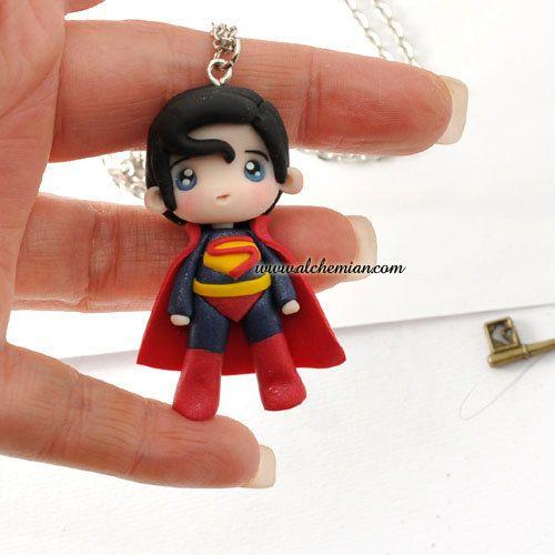 Collier d'ooak Chibi Superman fabriqué en Italie par AlchemianShop