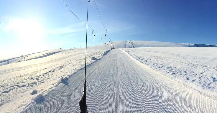 And good morning to you  #maielletta #passolanciano #maiella #ski #skitraining #snow #sci #neve #allenamento #skilift #ig_abruzzo #cmc10 #corsomaestrisci #francescoadventures  #onepictureadayfrancesco #inviaggioconfrancesco #onepictureadayitaly  Foto Copyright @francesco_eri