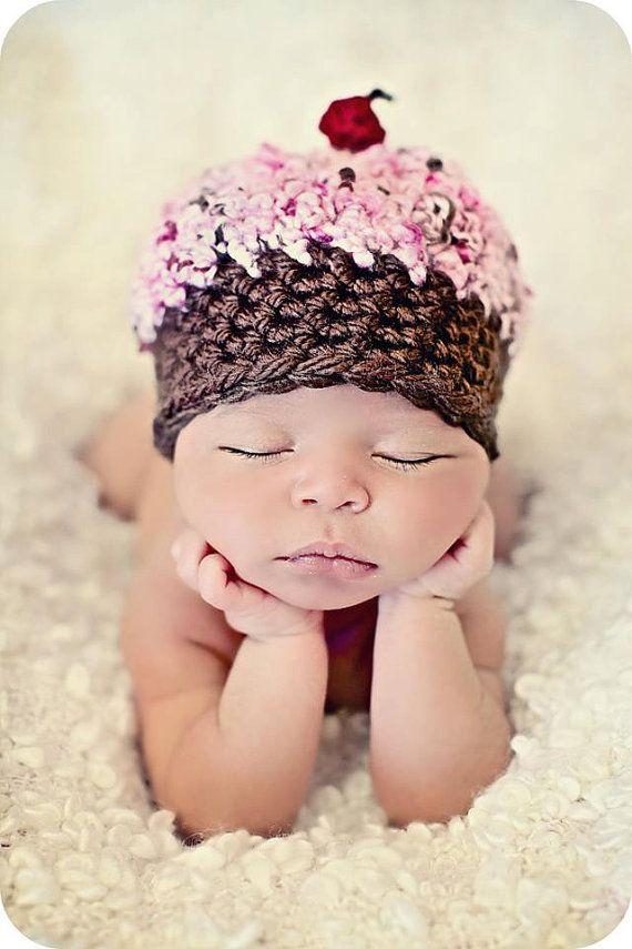 Pasgeboren Baby Girl Foto Prop Cupcake hoed van MitziKnitz op Etsy