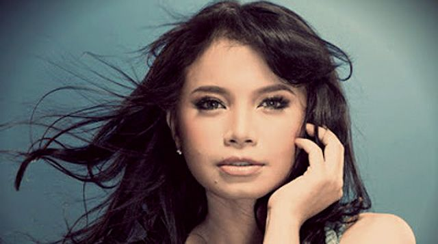 Tak Hanya Piawai Menyanyi, Rossa Juga Mampu Mendesain Berlian | Majalah Kartini