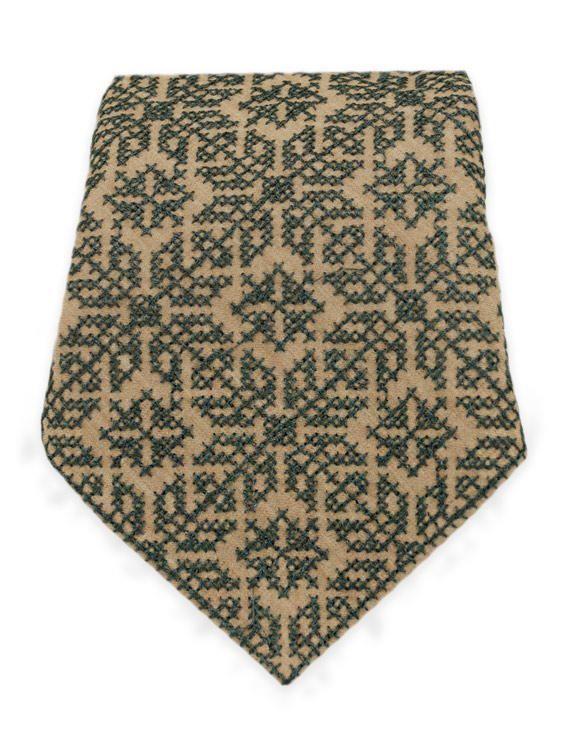 Світла чоловіча краватка з рясною сірою вишивкою