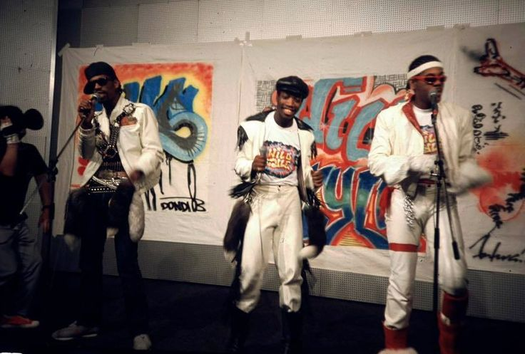 Wild Style Japan Tour 83 #hiphop #graffiti #culture #music #live #painting #dondiwhite #futura2000 #vintage #wildstyle #art #japan pic.twitter.com/ocFqwtncwU