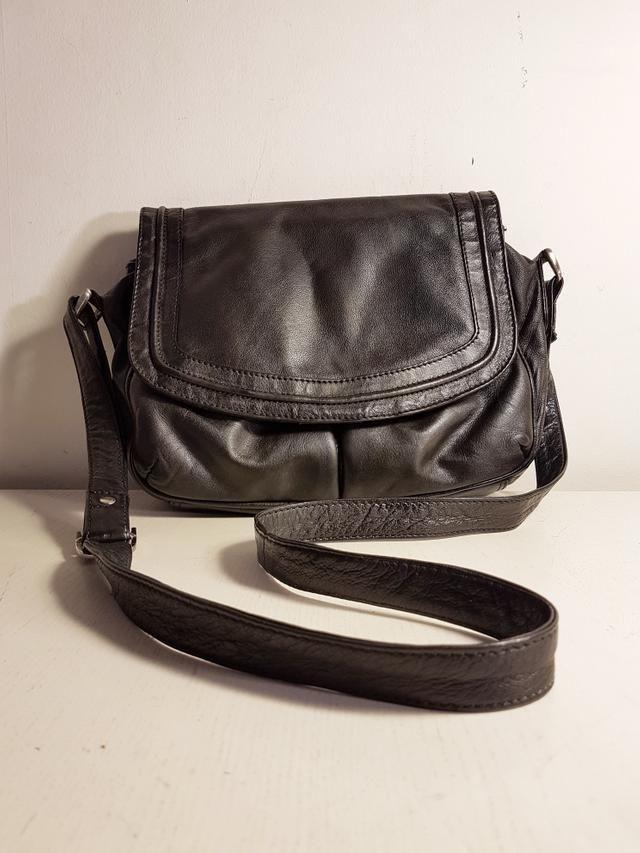 2ff5ea9ed Bandolera CLARKS piel genuina negro. | bolsos | Fanny Pack, Bags y ...