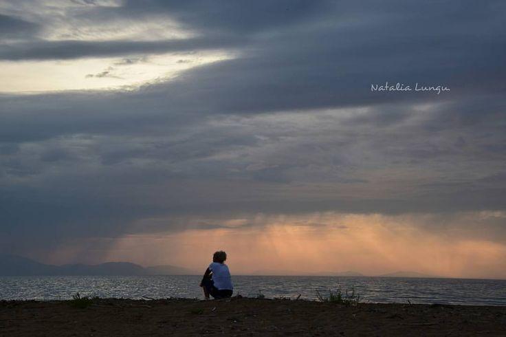 Τα μυστικά της θάλασσας,ξεχνιούνται στο ακρογιάλι..Γ.Σεφέρης 📷Natalia Lungu #lonelypeople #dark #sea #sky #rainyday #beautifuldestinations #topgreecephoto #photography #photo #photoshooting